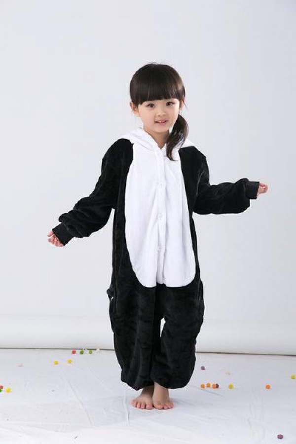 The next time you're invited to a black and white party, you totally know that showing up in this Panda Kigurumi would be just about the best thing ever. Everyone will know that no 'bamboo'zling will be will be taken by you! Features Black and white body with black .